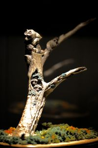 raccoon-tree-carving-sculpture-1.jpg